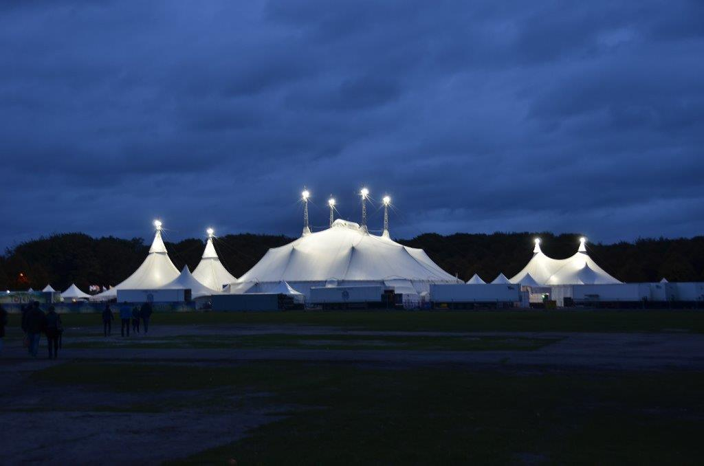Circus Cirque du soleil bij nacht op Circusweb